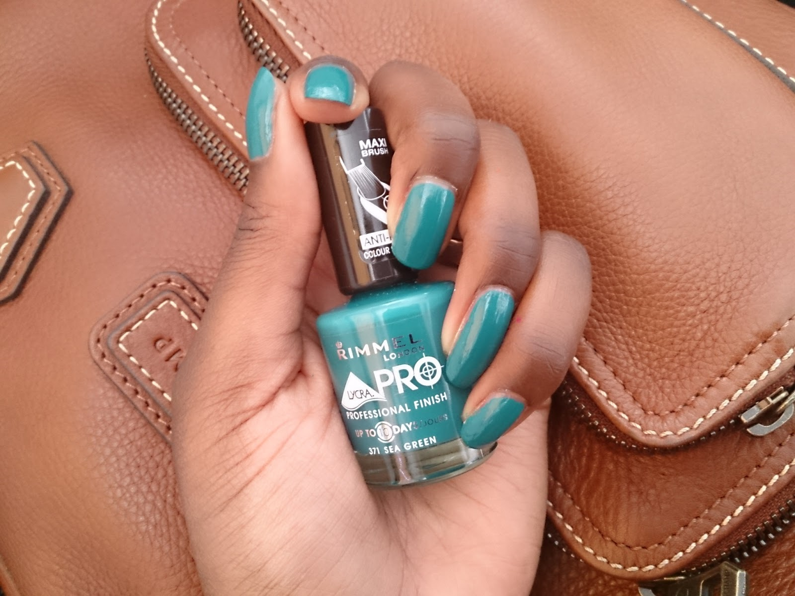 vernis-sea-green-rimmel