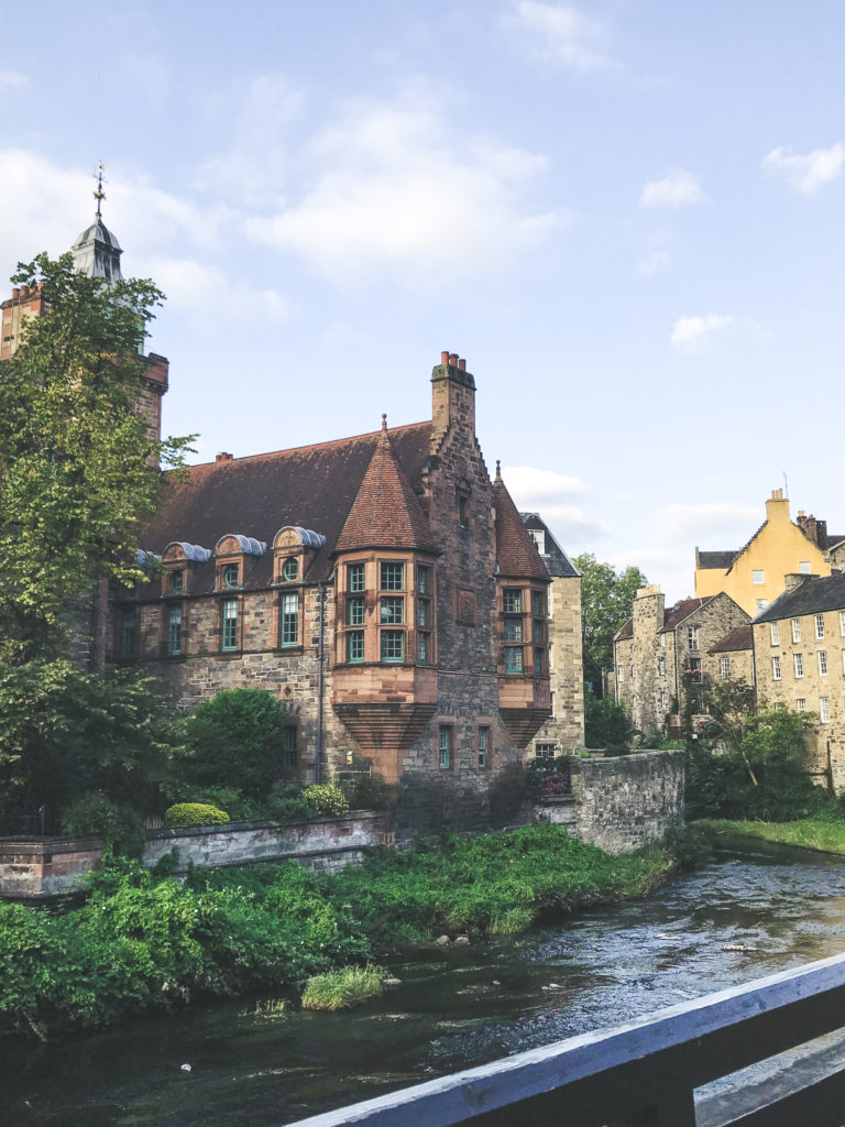Well Court, Dean Village, Edimbourg