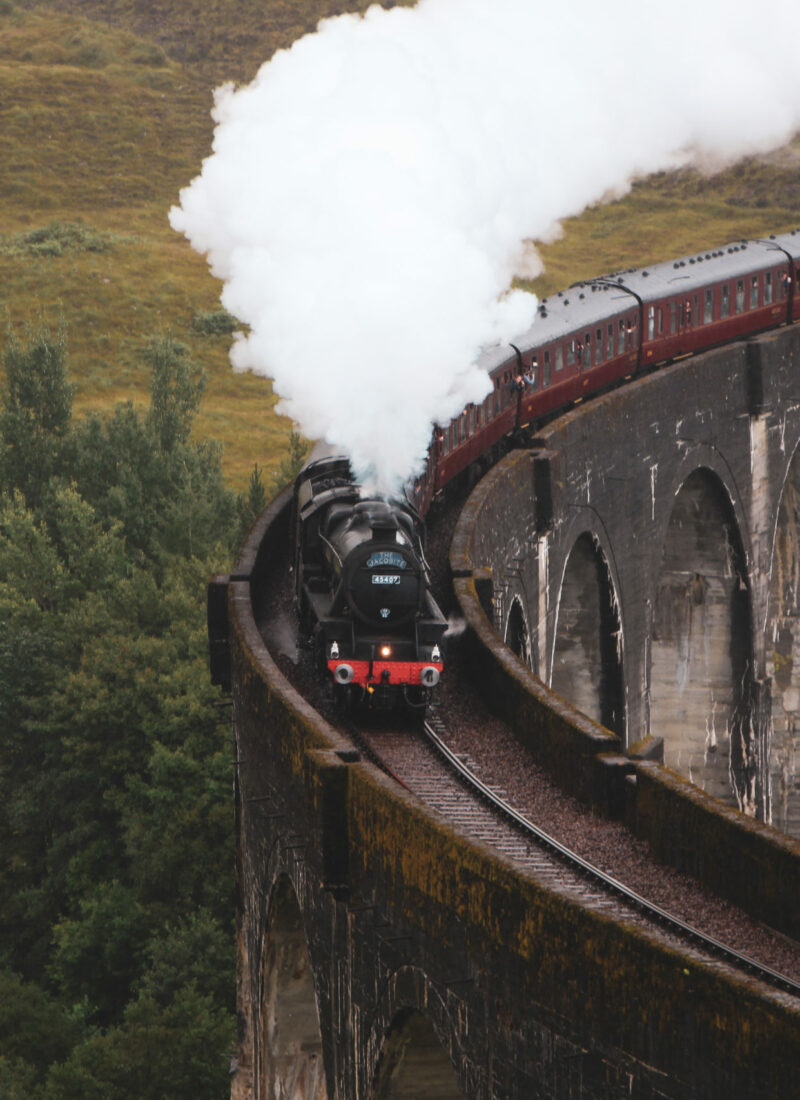 glenfinnan-viaduct-jacobite-steam-train-close